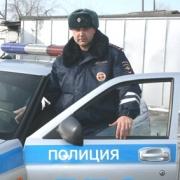 В Омске сотрудник ГИБДД вытащил спящих людей из огня