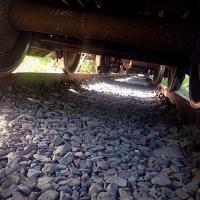 Молодой омич попал под грузовой поезд на Старой Московке