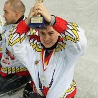 Десантник, оставшийся без ног после обрушения казармы в Омске, выиграл турнир по следж-хоккею