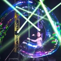 Фестиваль моды и гигантские пузыри ждут омичей на Новогодней ярмарке