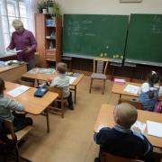 Директор омской школы обвиняется в махинациях с зарплатой учителей