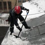В Омской области снег проломил крышу сельской школы