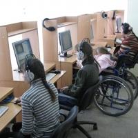 Омским детям-инвалидам подарили компьютерный класс