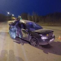 Автоледи с малышом в машине врезалась в столб
