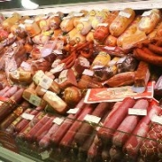 Омские антимонопольщики запретили сравнивать одну колбасу с другой
