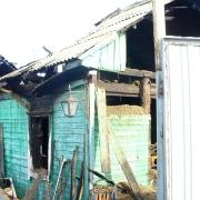В Омске двое взрослых и три ребенка пострадали на пожаре в частном доме