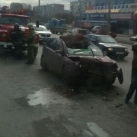В Омске на улице Лукашевича иномарка влетела в КамАЗ