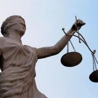 Омича, разыскиваемого за совершение грабежа, задержали в суде
