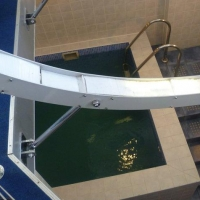 Подросток чуть не утонул в бассейне омского отеля «Мечта»