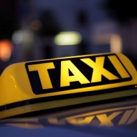 Двое пьяных мужчин в Омске напали на таксиста