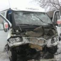 В лобовом столкновении маршрутки и  «Нивы» в Омске пострадали шесть человек