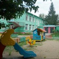 Омичи продолжают жаловаться на детсад, которым руководит сестра Спеховой