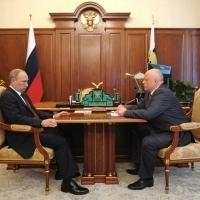 Омский губернатор снова уехал на заседание с Путиным