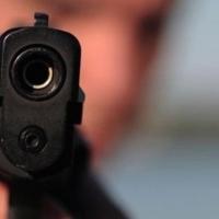 Омич угрожал пистолетом фельдшеру за то, что «скорая» долго ехала к его отцу