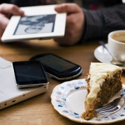 Депутат Госдумы хочет ограничить wi-fi в кафе