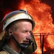 Пожарные спасли 11 человек из огня в Омске