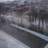 В Омске затопило улицу Лермонтова