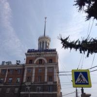 Омскому дому со шпилем придется потерпеть без ремонта еще