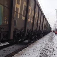 Под Омском грузовой состав сошел с рельсов