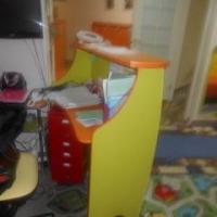 В Омске за падение на трехлетнего ребенка стойки администратора ответит директор детского центра