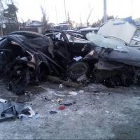 В Омске Mazda въехала в остановку: три человека погибли