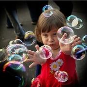 Юных горожан поздравят пузырями