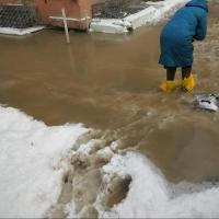 Улицу Лермонтова в Омске перекрыли до устранения коммунальной аварии