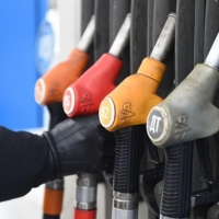 Омские власти собрались попросить федералов сдержать рост цен на бензин