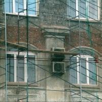 Под слоем штукатурки в Омске скрывался старинный особняк
