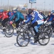 Велосипедистам добавили экстрима в гонках по льду и снегу