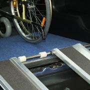 Инвалиды-колясочники получили пандусы