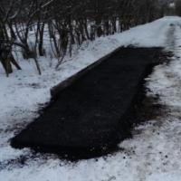 В Омске асфальт уложили на свежий снег