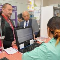 В омских аптеках Губернатор проверил наличие жизненно необходимых препаратов и их доступность