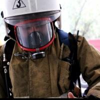 В Омске пожарные вывели трех человек из горящего торгового комплекса