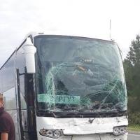 Автобус и фура столкнулисьв Омской области
