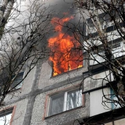 В Омске загорелась квартира на Левом берегу