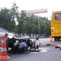 В Омске пенсионер на мотоцикле протаранил автобус