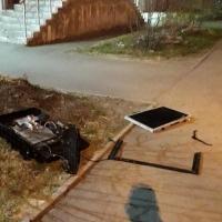 Из омской многоэтажки выбросили хороший телевизор
