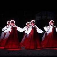 «Аленки» покорили омичей русским народным танцем у храма Всех Святых