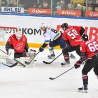 Новогодние свитера не помогли хоккеистам омского «Авангарда» выиграть в матче с ХК «Сочи»
