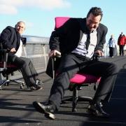Сибирские клерки устроили турнир по гонке на офисных креслах