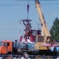 Перед Омским аэропортом устанавливают памятник