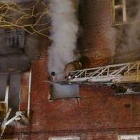 В субботу пожарные спасли омичей из горящей пятиэтажки