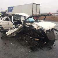 На трассе Тюмень-Омск «BMW» врезался в попутный КамАЗ и вылетел на встречку