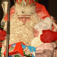 Главный Дед Мороз довел омскую девочку до слез