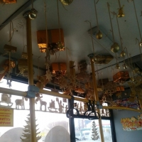 В Омске украсили салон автобуса под золото