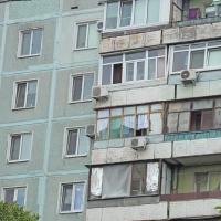 Пьяный омич выпал из окна седьмого этажа и выжил
