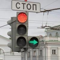 В мае-июне на светофоре в Омске по улице Масленникова добавят отдельный правый поворот