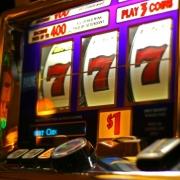 Омский бизнесмен дал взятку за проведение азартных игр