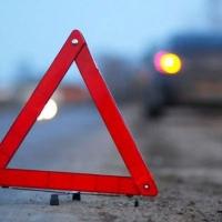 При столкновении двух легковушек и грузовика под Омском погиб мужчина